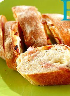 新玉ベーコンブレッド 新玉ネギの甘みとベーコン、チーズに粗びき黒コショウがアクセントのふわふわ生地のお惣菜パンです。