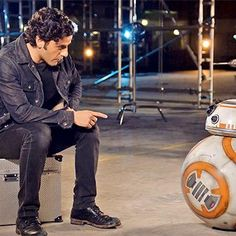 Hot: Oscar Isaac and BB-8 announce new Star Wars charity prize