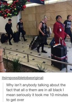 "too punk rock for you<<<< is that Liz behind Luke? She's wearing black too<<<Liz: ""Okay boys we're all going to wear black so I won't lose any of you in the crowds"".Luke:""But mommmmm!"" Liz:""Shut up Luke. Michael Ashton, Michael Clifford, 5sos Memes, 5sos Funny, 5secondsofsummer, Calum Hood, 1d And 5sos, Luke Hemmings, Rock Outfits"