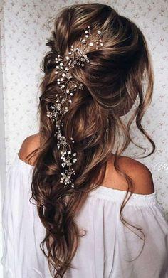 accessoire pour cheveux de mariée et coiffure bohème chic pour mariée avec vigne
