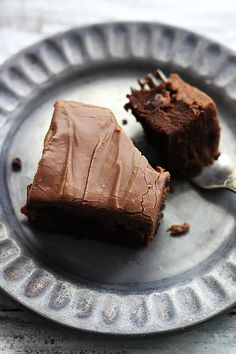 Cream cheese chocolate chip brownies - perfectly fudgey, chewy, and RICH cream cheese brownies with milk chocolate chips and chocolate cream cheese frosting