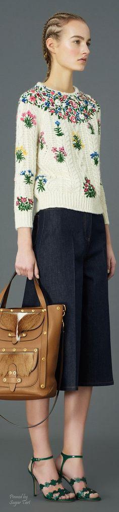 María Cielo: Sweater de Valentino-2015