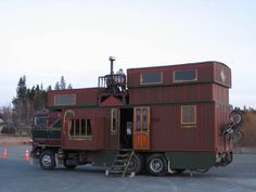 large house truck - this would be too hard to move around for me.... but it seems pretty cool.