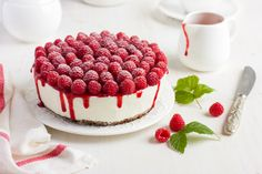 raspberry cream mousse cake (no baked cheesecake) on white background Low Carb Sweets, Low Carb Desserts, Sweet Desserts, Low Carb Recipes, Dessert Recipes, Fridge Cake, Cooking Cake, Cake & Co, Meringue Pie