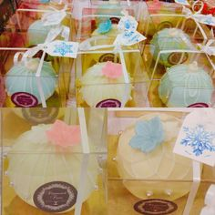Bauble cakes by Diamond Tiers
