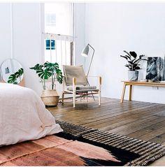 Beautiful rug in the bedroom