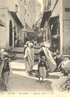 c.1920 - A street in the old city (Algiers, Algeria)