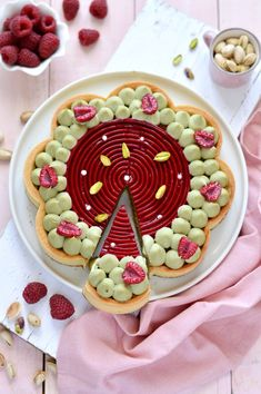 Sprinkles Dress: Tart pistacchio e lamponi My Favorite Food, Favorite Recipes, Modern Cakes, Sweet Tarts, Pinterest Recipes, Cake Cookies, Menu, Food And Drink, Sweets