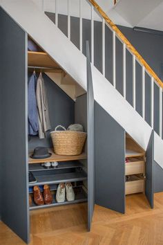 35 Awesome Storage Design Ideas Under Stairs Staircase Storage, Staircase Design, Storage Under Stairs, Cabinet Under Stairs, Modern Staircase, Under Stairs Storage Solutions, Spiral Staircases, Flur Design, Home Design