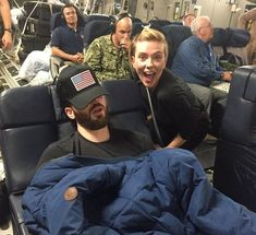 """Then v/s Now """"A to my USO tour with Scarlett. If you knew how loud this pla. Marvel Dc, Memes Marvel, Marvel Avengers Movies, Avengers Cast, Marvel Actors, Marvel Funny, Hunger Games, Marvel Images, Marvel Photo"""