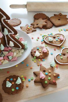 Vielä ehtii leipoa ja koristella muutamat piparit! Gingerbread Cookies, Desserts, Food, Gingerbread Cupcakes, Tailgate Desserts, Deserts, Essen, Postres, Meals