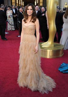 Kristen Wiig - So Carrie Bradshaw Best Celebrity Dresses, Celebrity Red Carpet, Celebrity Style, Oscar Dresses, Prom Dresses, Formal Dresses, Oscar Fashion, Catwalk Fashion, Red Carpet Looks