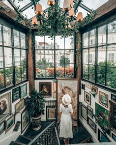 Windows Guide To Paris Rue de Douai, 75009 Paris, France Restaurants In Paris, Restaurant Paris, Travel Photography Inspiration, Travel Inspiration, Oh The Places You'll Go, Places To Travel, Hello France, Europe Destinations, Travel Aesthetic