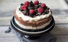 Oreokake hadde si storheitstid for nokre år sidan. Då sto den på kvart eit kakebord vi kom til, og alle ville smake denne søte og mektige kaka. Fortsett å les Cheesecake, Baking, Desserts, Recipes, Food, Den, Tailgate Desserts, Meal, Patisserie