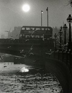 Battersea Bridge, London (c) Hans Hammarskiöld London Pictures, London Photos, Vintage London, Old London, Richard Branson, Urban Photography, Street Photography, Vintage Photography, Fine Art Photo