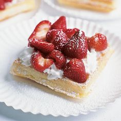 belgian waffles and fruit make the best best best breakfast, lunch, dinner and snack food. oh gosh do I love food trucks. Strawberry Cakes, Strawberry Recipes, Strawberry Shortcake, Paleo, Belgian Waffles, Waffle Recipes, Baking Recipes, Pillsbury Recipes, Cake Toppings