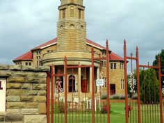 Kestell is a small town located between Harrismith and Bethlehem. This is the NG Church. Free State, Bethlehem, Small Towns, South Africa, Mansions, Orange, House Styles, Home Decor, Decoration Home