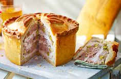 Hand raised pie with hot water crust pastry - Gebäck Great British Bake Off, Uk Recipes, Pastry Recipes, Baking Recipes, British Baking Show Recipes, British Bake Off Recipes, Hot Water Crust Pastry Recipe, Picnic Foods, Picnic Recipes