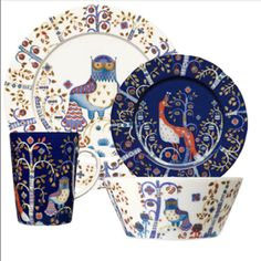 My favorite dinnerware collection. It's a Finnish designer called iitala. The Collection is Taikka...Love it :)