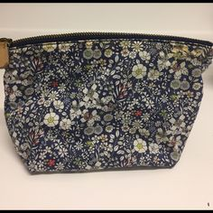 Shop Women's J Crew Blue Pink size OS Cosmetic Bags & Cases at a discounted price at Poshmark. Description: Adorable spring floral pattern zippered cosmetic bag. Navy with small pops of green and pink. Holds everything you need and fits perfectly in your handbag! Great condition and zipper works great. No stains or rips on inside of bag!. Sold by cpauciello. Fast delivery, full service customer support.