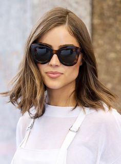 Sunglasses 3 of the Most Flattering Haircuts for Round Faces Olivia Culpo looks chic with a lob and sunnies Hairstyle Curly, Hairstyle Trends, Elegance Hair, Medium Shag Haircuts, Round Face Haircuts, Bob Haircuts, 3 Haircut, Look Thinner, Face Contouring