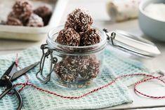 Sjokoladekuler med havregryn sukret med honning Snacks, Healthy, Deck, Food, Meal, Decks, Eten, Meals, Health