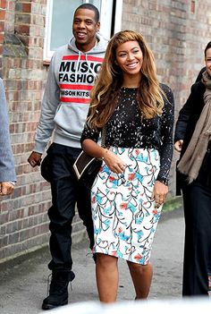 Sporting new bangs, Beyonce took a stroll in London with Jay Z. Tell Us what you think of her new 'do?
