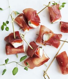 Croquettes of ham with Espelette pepper - Clean Eating Snacks Tapas Recipes, Wine Recipes, Tapas Party, Food Film, Mini Cheesecakes, Clean Eating Snacks, Prosciutto, Bruschetta, Finger Foods