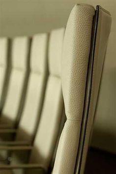 Bureaux, Siège Sociaux, Head Office BOUYGUES Tables salle de visioconférence et salle de conseil au siège social Bouygues, Paris, France made by James @lamaisonjames  @groupebouygues