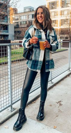 Casual Winter Outfits, Winter Fashion Outfits, Simple Outfits, Cute Outfits, Plaid Fall Outfits, Cold Day Outfits, Outfits Leggins, Mode Cool, Mode Shoes
