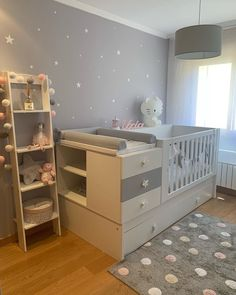 Cuna convertible gris Today we show you the UXIA room💖✨ A sweetest Lark environment for a little pri Baby Boy Room Decor, Baby Room Design, Baby Bedroom, Baby Boy Rooms, Baby Cribs, Girl Room, Kids Bedroom, Nursery Room, Baby Furniture