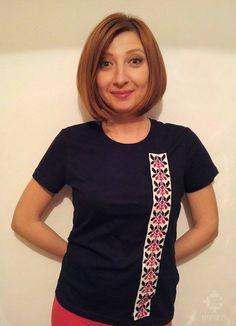 roşu şi negru T Shirts For Women, Fashion, Moda, Fashion Styles, Fashion Illustrations