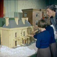 Doll Houses, Bird Houses, Shabby Chic Birdhouse, Vintage Houses, Modern Dollhouse, House In The Woods, Dollhouse Furniture, Midcentury Modern, Dollhouse Miniatures