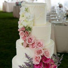 A romantic vintage-inspired wedding on Cape Cod. Photos by Jen Osojnicki.