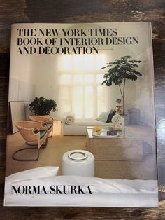 Vintage Home Décor Buch The New York Times Book of Interior Design und Dekoration von Norma Skurka Eames Ära Hardcover Bildband New York Times, Interior Design Books, Bathroom Interior Design, Cool Coffee Tables, Coffee Table Books, Hollywood Regency, Eames, Prefinished Hardwood, Up House