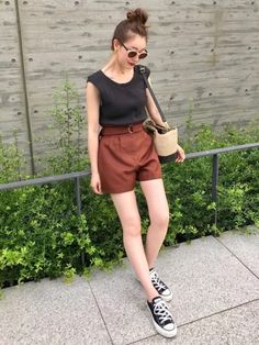Discover recipes, home ideas, style inspiration and other ideas to try. Style Inspiration, Womens Fashion, Pants, How To Wear, Sneaker, Summer, Closet, Trousers, Slippers