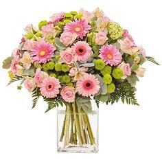 [  SUBLIME  ] Somptueuse #brassée de #fleurs en camaïeu rose. Parfaite pour exprimer la tendresse des sentiments cette élégante composition reprend tous les codes de la subtile féminité. #LivraisonFleurs #Fleurs