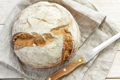 Choosing a low FODMAP bread can be a difficult on the low FODMAP diet. Sourdough breads can be lower in fructans and make a great low FODMAP bread option. Gluten Free Diet, Sin Gluten, Gluten Free Recipes, Easy Recipes, Easy Sourdough Bread Recipe, Sourdough Pancakes, Gluten Intolerance Symptoms, Kouign Amann, Gourmet