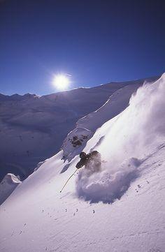 """Piau-Engaly est le terrain de jeu favori pour les pratiquants du ski """"hors-piste"""" et on comprend pourquoi... ATTENTION, La pratique du ski hors-pistes et dans les espaces freeride se fait à vos risques et périls et sous votre entière responsabilité. // Plus d'informations : www.piau-engaly.com/fr/il4-station_p21-les-espaces-freeride.aspx"""