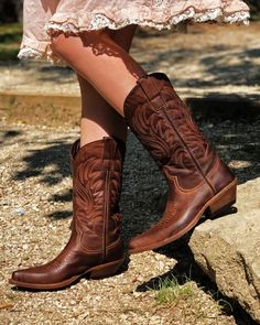Texani Cowgirl Pellame Marrone Tuffato Vintage Made in Italy Western Boots, Cowboy Boots, Flat Sandals, Flats, Bohemian Boots, Brown Boots, Catwalk, Ankle Boots, Country