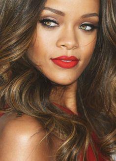 Maquillage pour yeux marron