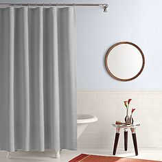 This grey shower curtain lends a touch of elegance and style to your bathroom. It's the perfect blend of simplicity and sophistication.