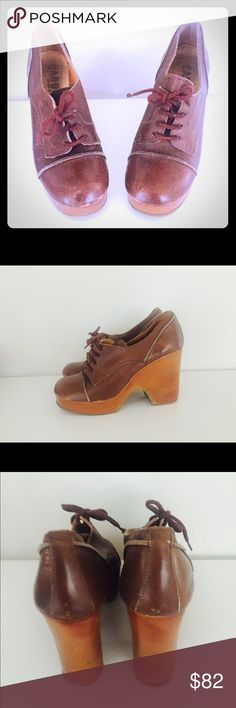 """Vintage 70s Wedge Platforms Leather Shoes 7 Italy 70's brown leather capped toe Split Platform lace ups, made in Italy by Carbera. The platform is light and has a a cut out in the wedge. The upper is leather, the interior is glove soft leather. The platform seems to be foam rubber covered in leather as they are very light.  Material:  leather, foam rubber Color/print: Brown Maker: Carbera Origin: Italy Era:  70's Size: 7  9"""" insole  3.5"""" at bridge Front Heel 1"""" Back Heel-3.5""""    Condition…"""