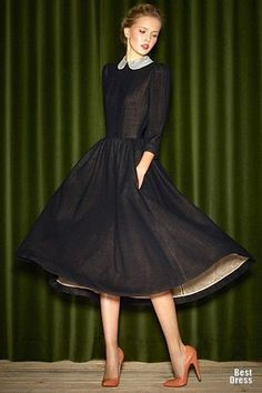 Super classy modest dress... And I love the underside contrast