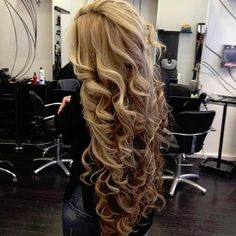 Wow thats alot of hair! Absolutely beautiful ✿