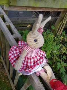 Crochet bunny dressed in red. 50 cm. Ready to ship. Gehaakt konijn met rood…