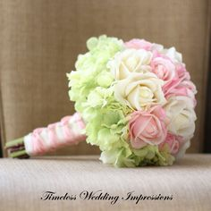 Hortensien mit Rosen jedoch einfarbig :-))))