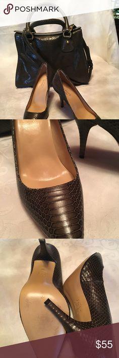 Olive Green Snakeskin Pumps and Matching Handbag 8 1/2 M.  Magnetic Handbag Closure.  Worn twice. Talbots Shoes Heels