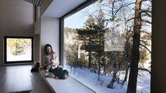 Slik tok han naturen inn i hytta - Aftenbladet. Young Designers, Cabin, Windows, Architecture, Outdoor, Inspiration, Instagram, Window Seats, Walls