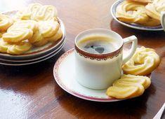 Pénteki süti: az igazi dán vajaskeksz - Dívány Cookie Recipes, Dessert Recipes, Desserts, Danish Butter Cookies, Pavlova, Baking Tips, Food To Make, Biscuits, Food And Drink